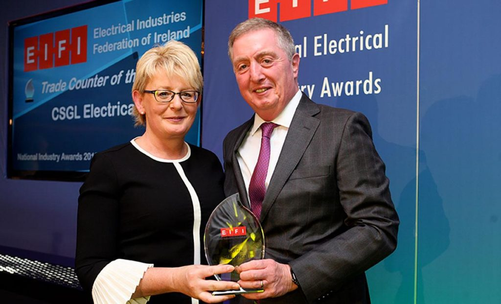 Caroline O'Connor from CSGL Electrical receives the Trade Counter of the Year award 2019 from Ciaran O'Reilly of ATC